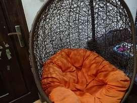 Kursi ayun bantalan warna oranye