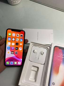 iPhone X 64 GB Space Grey in Mint Condition with Box & Accessories