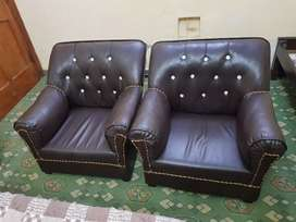 Full sofa set in leather in good condition 10by10