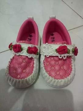 Sepatu baby perempuan