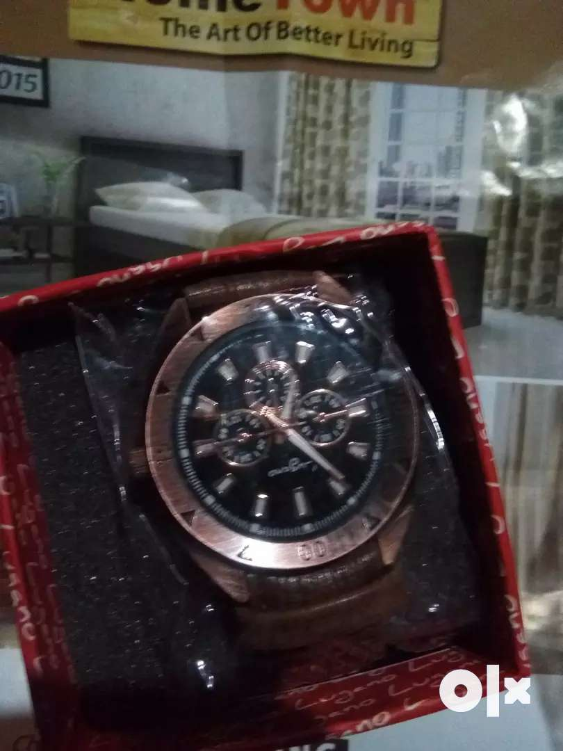 Men watch new item 0