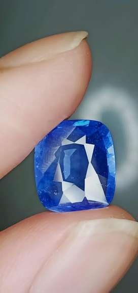 Natural Blue sapphire srilanka 5crt up big table