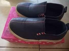 Sepatu casual anak barang terawat dijamin msh bagus