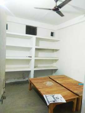 Room available for students job goings males