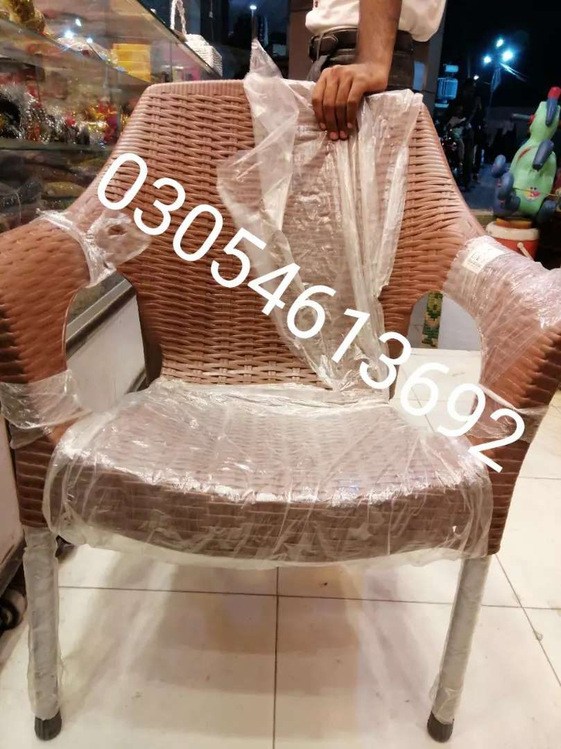 Pure plaatic chairs 0320//0112117