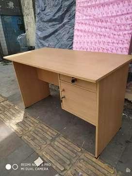 Meja kantor 1/2 biro