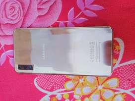 Samsung A7  triple camra back 24 mpxl 4gb ram 64gb mamory