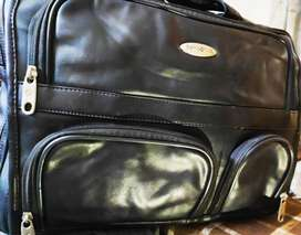 Samsonite Leather Expandable Laptop Case for 15.6inch Brand New-Black