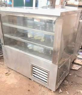 Display counter fridge 4ft available