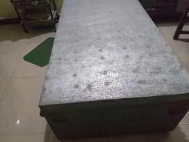 Peti almirah dressing table