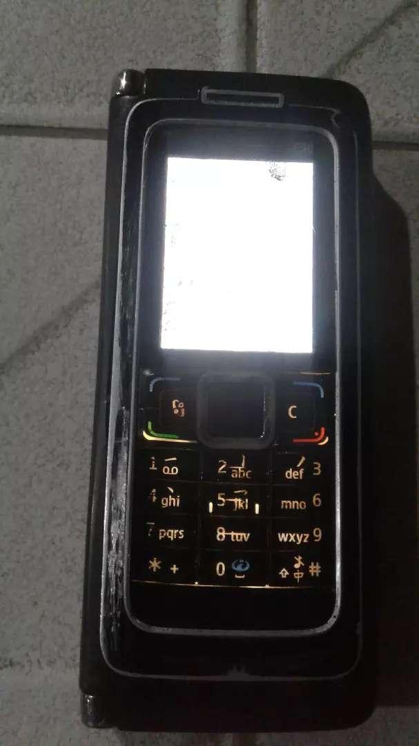 Dijual nokia E 90/comunikator+carger...lokasi yousudarso/harga 250.