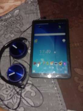 New very good condition 10inch tab with original charger and Sonyhp