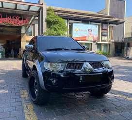 Mitsubishi strada triton exceed hitam