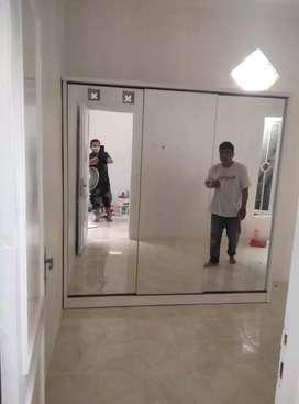 Lemari pakaian minimalis pintu 3 sleding Full kaca cermin