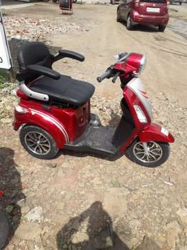 Three wheeler electric scooter