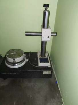 Roundness testing machine