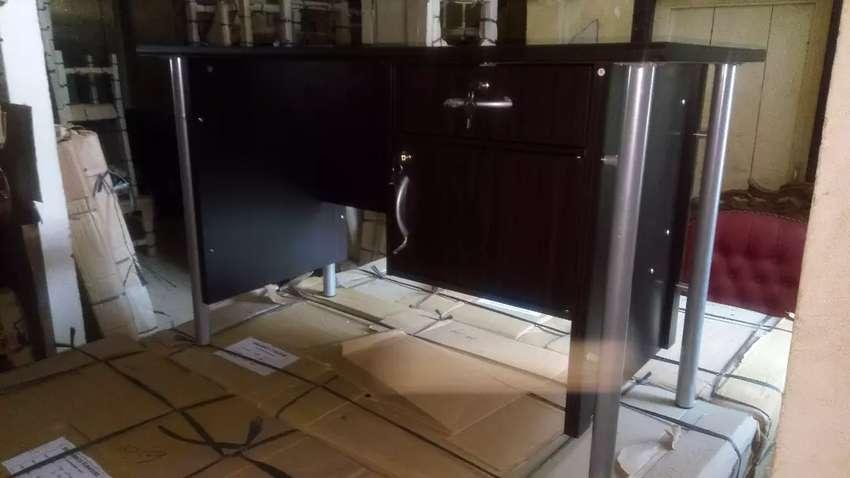 Paket HEMAT( meja kantor + kursi kantor hidrolik)