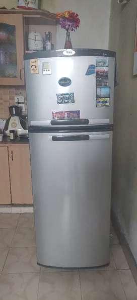 Whirlpool 250 L 2 door fridge