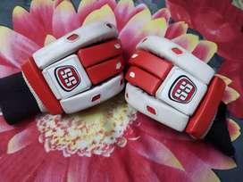 SS Cricket gloves