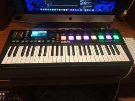 Keyboard - Akai Advance 49 midi keyboard