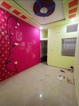 तीन बैडरूम हॉल किचन मकान रावतपुरा कॉलोनी 2 में बेचना है।