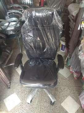 Black mesh back executive chair with adjustable handles