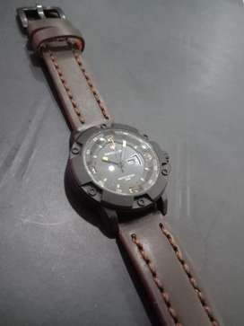 Swiss army full black daydate mode on leather strap