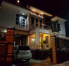 Villa ISTANA 8 Kamar dg Kolam Renang dan Billyard di Batu Malang