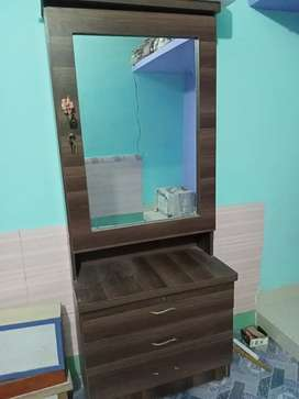 I m selling my bed room set only one years use