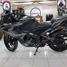 Bajaj pulsar rs200 2017 model in immaculate condition
