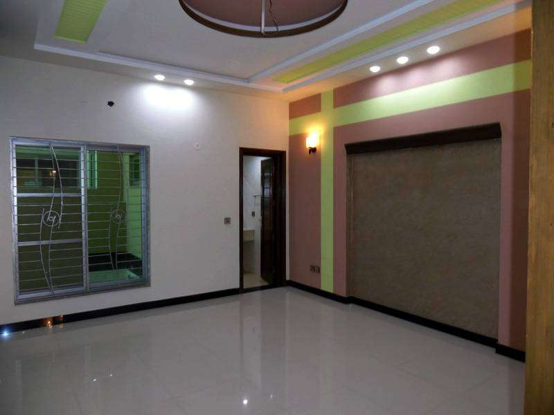 10 Marla New House For Rent In Bahria Town Lahore 0
