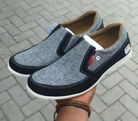 KICKERS SLIP ON