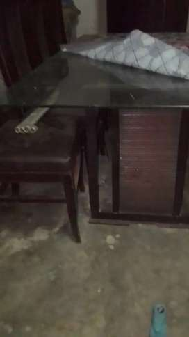 Draining table with 6 chairs in good condition