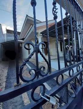 Rumah besar Paal 2 , harga murah dikontrakan cepat