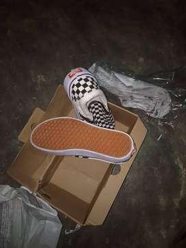 Sepatu Vans slip on