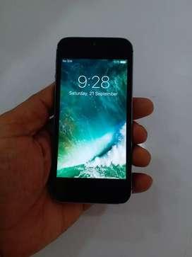 64gb apple 5 black colar good condition all accessories