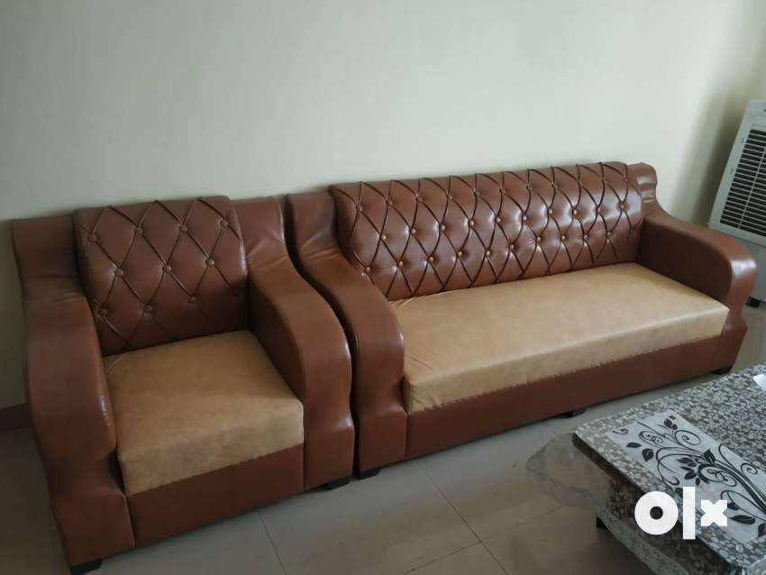 Great condition Sofa set with Coffee table 0