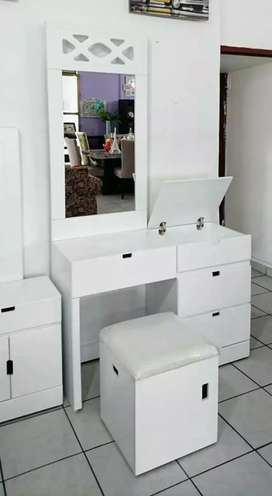 New Modern dressing table with drawers mirror best quality