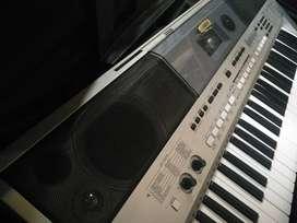 Electronic Keyboard Yamaha PSR I455 with a keyboard stand.