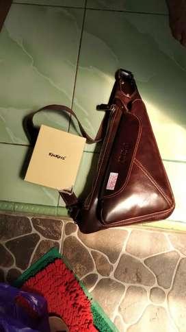 Tas Kulit Asli Special Genuine Leather Triangle Slingbag