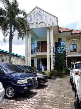 Rumah Besar Halaman Luas Nol Jln Raya