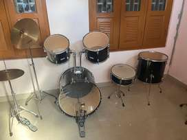 Drum set new condition