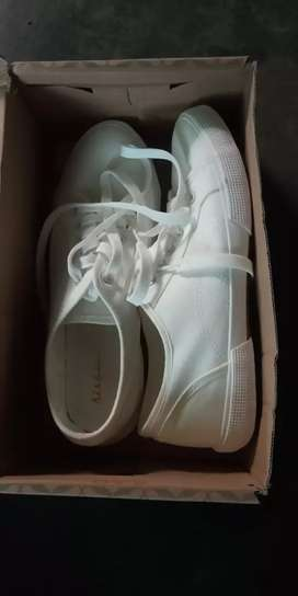 White casual shoes ama khata yonjage