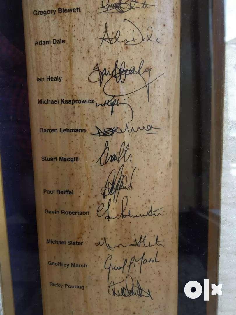 Cricket bat with signatures 0