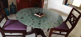 Beautiful round table with 4 chairs