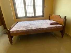 4x6 cot & bed