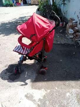 Stroller Bayi Merah