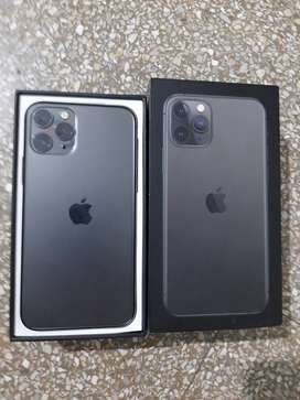iPhone 11 pro 64 gb 100% condition with original box charger FIX PRICE