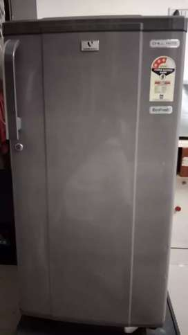 Fridge in good condition only @6000