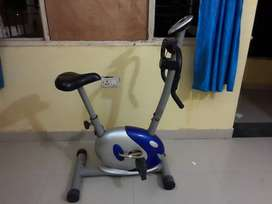 Exercise bike with adjustable levels